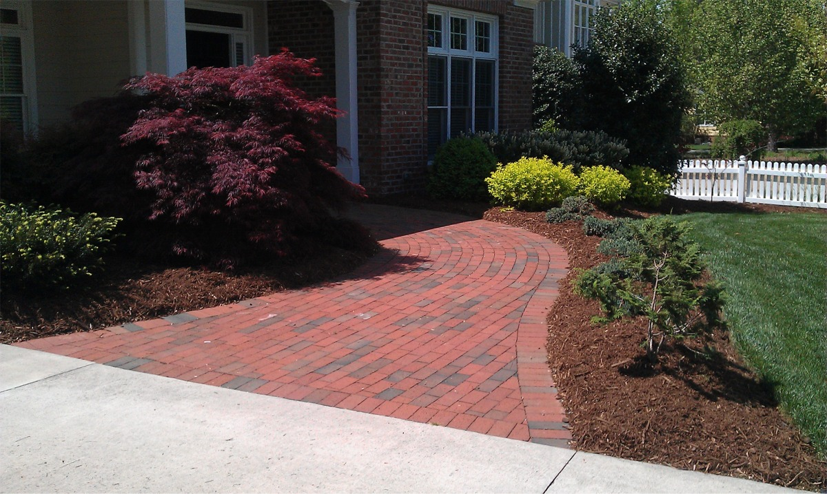 Mulch portfolio affordable landscaping tree service for Affordable garden services
